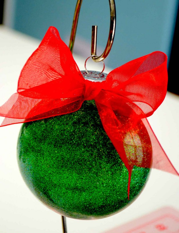 These glittler ornaments are not only easy, but beautiful! Check out the quick how-to!