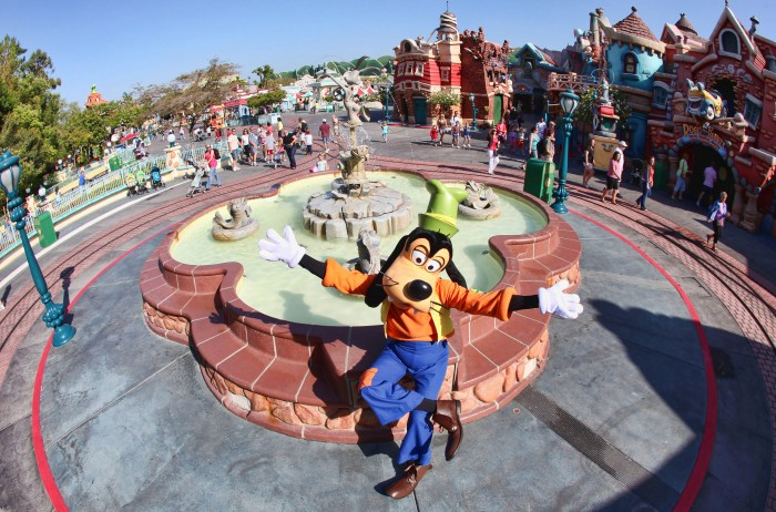 Goofy~Disneyland
