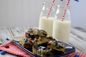 Patriotic Cookies and Cream Blondies