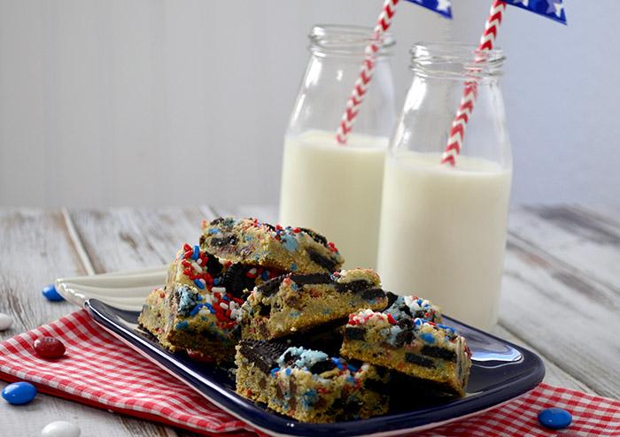 Patriotic cookies and cream blondies 2