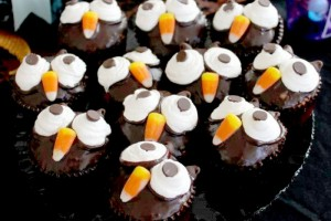 """Owl Always Love You"" or ""Owl-O-Ween"" Cupcakes!!"
