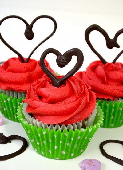 This easy Chocolate Heart tutorial will dress up even the plainest cupcake! You will impress all your friends and family with these easy chocolate hearts!