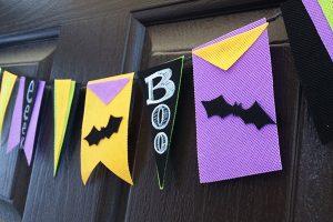 15 DIY Halloween Wreaths & Banners