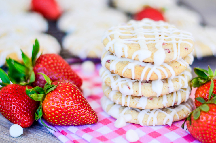 Strawberry Cheesecake Cookies with fresh strawberries